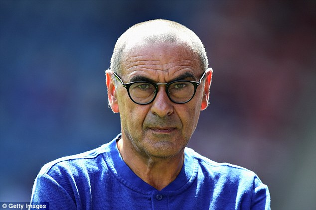 0832A500000578-0-Maurizio_Sarri_has_ditched_the_strict_rules_of_Antonio_Conte-a-39_1534318490918.jpg