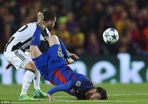 3F65534E00000578-4428540-The_image_of_Lionel_Messi_falling_on_his_face_summed_up_Barcelon-a-66...jpg