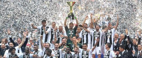 Juventus-1805-Scudetto-trophy-epa_2.jpg