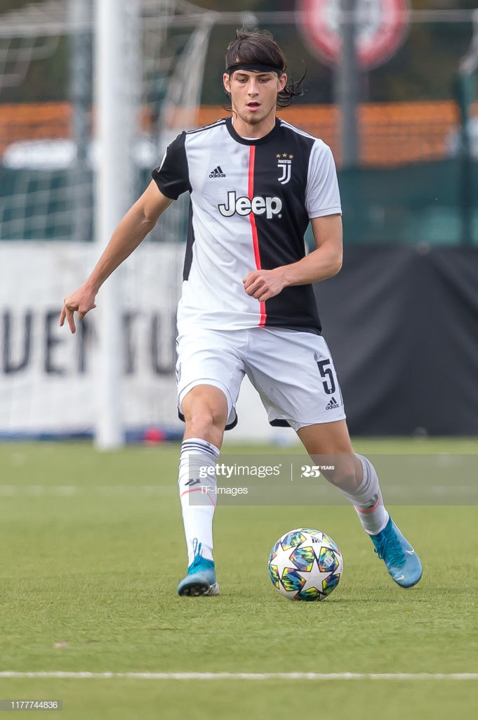 radu-dragusin-of-juventus-turin-u19-controls-the-ball-during-the-uefa-picture-id1177744836.jpg