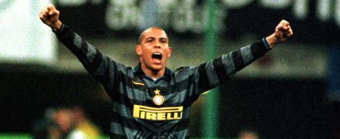 Ronaldo-armsup490epa_2.jpg